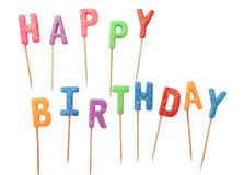Velas coloridas nas letras que dizem o feliz aniversario, isolado no fundo branco (trajeto de grampeamento) Fotos de Stock Royalty Free