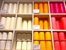 Velas coloridos em uma loja de lembranças Imagens de Stock