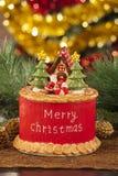 Velas con las decoraciones de la Navidad en luz atmosférica Imagen de archivo libre de regalías