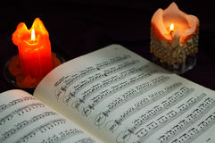 Velas con música de hoja Imagen de archivo libre de regalías