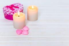 Velas, corazones rosados Imagen de archivo