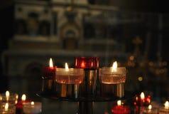 Velas da oração em uma igreja Fotografia de Stock Royalty Free