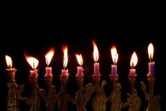 Velas de Hanukkah no fundo preto fotos de stock