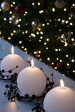 Velas de la bola de nieve de la Navidad Fotos de archivo libres de regalías