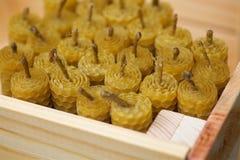 Velas de la cera fragante de la abeja del panal Foto de archivo