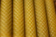 Velas de la cera fragante de la abeja del panal Foto de archivo libre de regalías