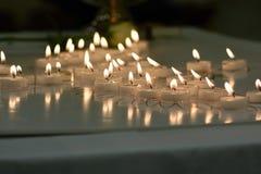 Velas de la conmemoración para la pérdida del niño Imagen de archivo libre de regalías