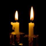 Velas de la luz de una vela fotografía de archivo