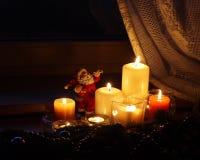 Velas de la Navidad con Papá Noel Foto de archivo libre de regalías