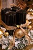Velas de la Navidad del negro y del oro Imagen de archivo libre de regalías