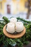 Velas de la Navidad en una rama del abeto Imagen de archivo libre de regalías