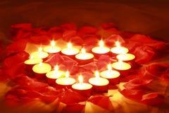 Velas de las tarjetas del día de San Valentín foto de archivo libre de regalías