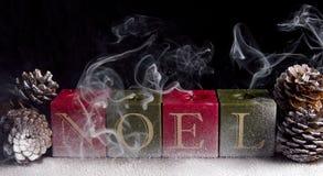 Velas de Noel de la Navidad con humo Imagen de archivo libre de regalías