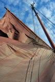 Velas de una nave holandesa tradicional del diseño de la gabarra Fotografía de archivo libre de regalías