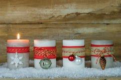 Velas del advenimiento de la Navidad Foto de archivo libre de regalías