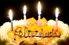 Velas del cumpleaños en la torta Foto de archivo libre de regalías