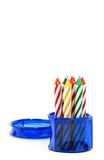 Velas del cumpleaños en rectángulo azul redondo fotos de archivo