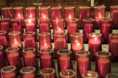 Velas del rezo dentro de la basílica de Notre Dame, Montreal, Quebec, fotografía de archivo libre de regalías