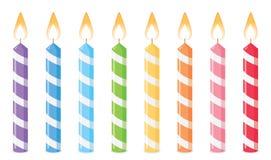 Velas do aniversário no fundo branco ilustração stock