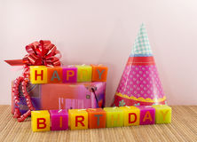 Velas do feliz aniversario com presente Fotografia de Stock