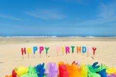 Velas do feliz aniversario na praia Foto de Stock Royalty Free