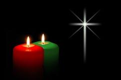 Velas do Natal com luz da estrela fotografia de stock royalty free