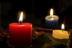 Velas do Natal iluminadas Fotografia de Stock
