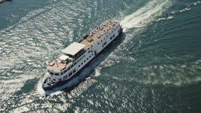 Velas do navio da vista superior no rio Enviando em Porto, Portugal, lote de povos do turista video estoque