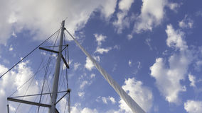 Velas do navio em um dia nebuloso Imagem de Stock Royalty Free