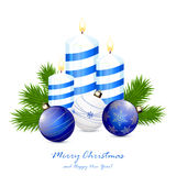 Velas e bolas azuis do Natal Fotos de Stock