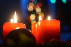 Velas e luzes do advento Fotografia de Stock Royalty Free