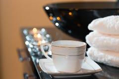 Velas e pilha ardentes das toalhas Foto de Stock