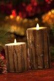 Velas eléctricas con las decoraciones de la Navidad en luz atmosférica Fotografía de archivo libre de regalías