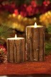 Velas eléctricas con las decoraciones de la Navidad en luz atmosférica Imagen de archivo
