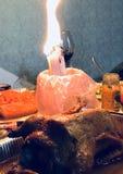 Velas el flamear Pascua sobre un pato de Pascua imagen de archivo libre de regalías
