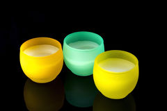 Velas en amarillo y turquesa Foto de archivo libre de regalías