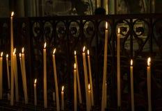 Velas en iglesia fotografía de archivo libre de regalías