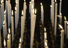 Velas en iglesia Imagen de archivo libre de regalías