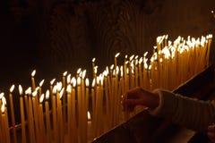Velas en la iglesia del sepulcro santo Fotografía de archivo libre de regalías