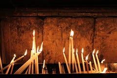 Velas en la iglesia del sepulcro santo - Golgotha Imagen de archivo