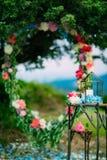 Velas en las lámparas de cristal Decoraciones de la boda El casarse en Monteneg Foto de archivo libre de regalías