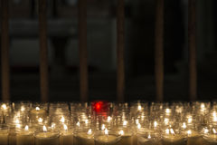 Velas en una iglesia Fotos de archivo libres de regalías