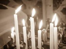 Velas encendidas en la iglesia Fotografía de archivo
