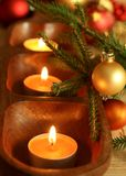 velas, esferas e filial da pele-árvore Imagem de Stock Royalty Free