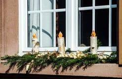 Velas hechas en casa de la Navidad que hacen de la madera de abedul Imagen de archivo libre de regalías