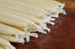 Velas hechas a mano de cera de la abeja Imagenes de archivo
