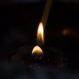 Velas ligeras para la adoración budista Buda Fotografía de archivo
