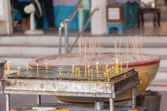 Velas ligeras para la adoración budista Buda Imagen de archivo