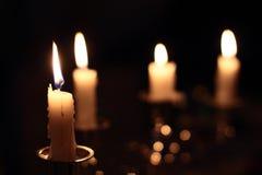 Velas na escuridão Fotos de Stock Royalty Free