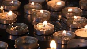 Velas na igreja da natividade em Bethlehem, autoridade nacional palestina video estoque
